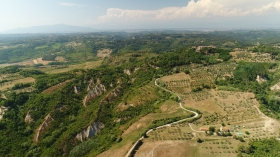 LIVING IN TUSCANY... EXPERIENCES & LOCAL MARKET - Podere della Collina